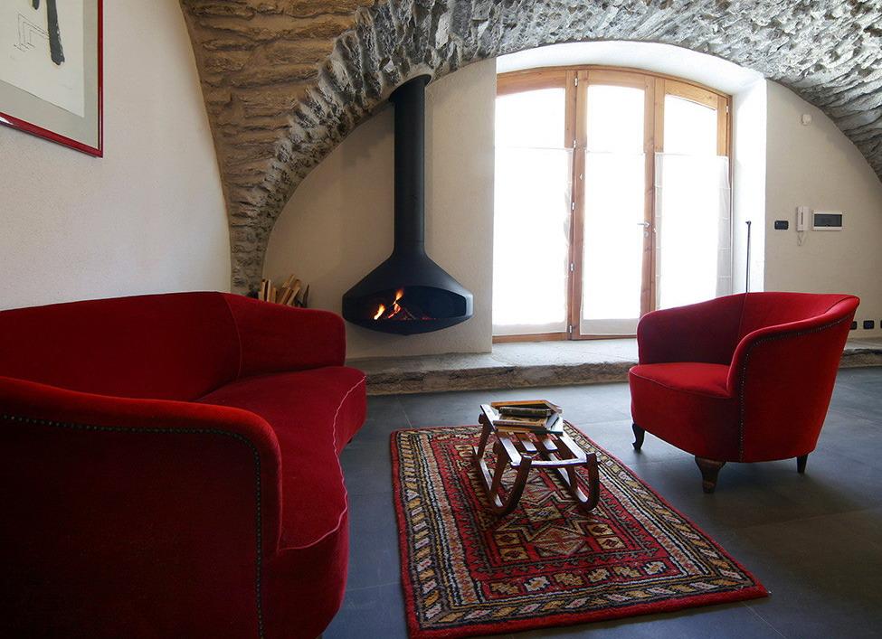 Реставрация старой деревушки Праджелато на севере Италии