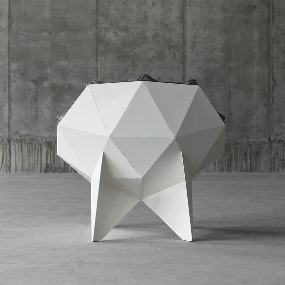 Модное и удобное кресло Q1