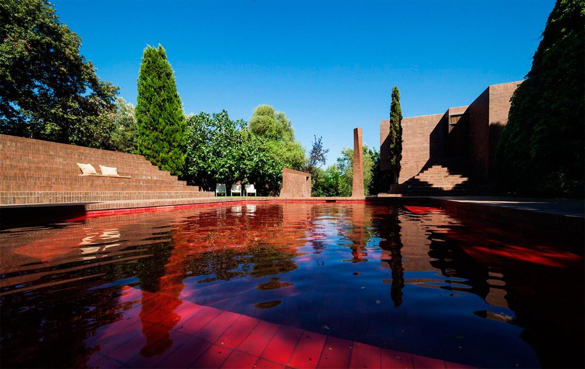Частный дом из коричневого кирпича в Эмпорда от Ricardo Bofill