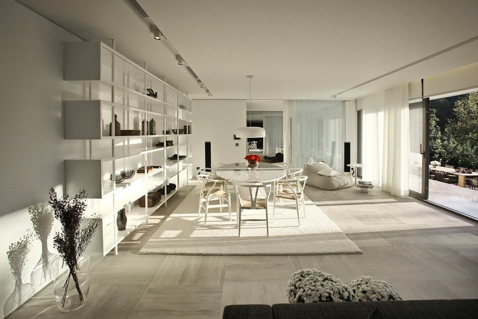 Современный интерьер дома в роскошных темных тонах от Tanju Özelgin